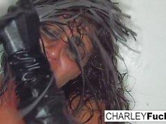 Charley är bara tigger att piskas