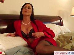 Stockinged äiti Kendra Lust ottaa koiras