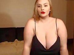 Веб-камера для симпатичной белой девушки с огромными сиськами