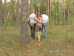 Любительское немецкая втроем в лес