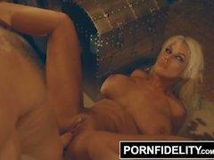 PornFidelity Bridgette B bringt die Wärme bei Feuerfest