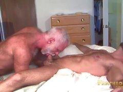 Sexiga Trick Daddies Allen Silver och Adam Russo Fuck Each Other i sängen