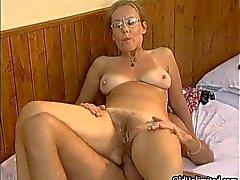 Dona de casa madura ter um orgasmo