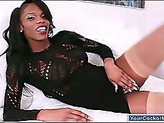 Ebony Transvestiten Brooke Morgan Rucken ihren großen schwarzen Schwanz ab
