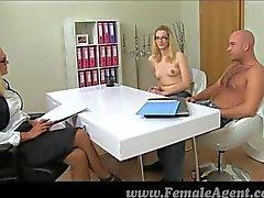FemaleAgent - Mulheres maduras mete o namorado girls quentes