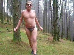 Wald Abstreifen nackt zu Fuß