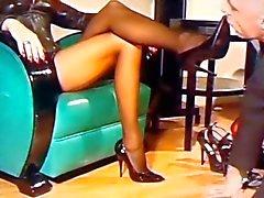 Tällä Mistresses jalkojen