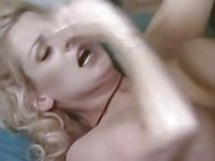 Шлюшка блондинки суке Салли Лайд имеет приятный стойки и влажной киской трахаться