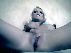 Good looking Blonde Jana von Cova unter sich selbst