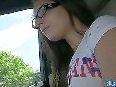 PublicAgent - a Jenny adolescente colegio en los vidrios