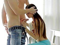 Sex Crazed Teens Mary benötigt zwei Hähne ihre Löcher Geben Sie