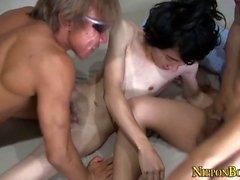 Buff гей Азии и твинков