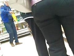 Nice big ass milfs in engen Hosen 2