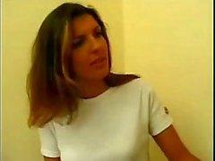 Karen Lancaume - Femme Cherche appartement