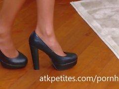 Super-magro Ariana Marie mostra seus pés Sexy