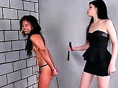 Бразильская невольник Pollys лесбийскую BDSM
