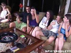 Дикие подростков Tanner и Алексис Capri включить половое игра и трахаться