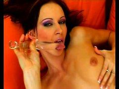 Sexy Susana Спирс пальцами а также фаллоимитатор радует свое пламенную разреза