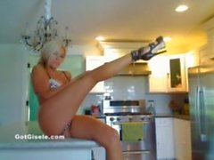 Gisle dans la cuisine