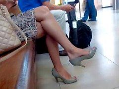 High heel pumps bare leg ...