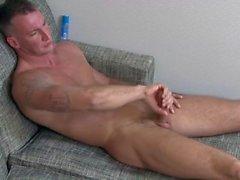 ActiveDuty Str8 Armee Hunk Craig spielt mit seinem Schwanz