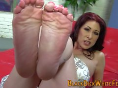 Babes slutty toes jizzed