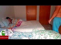 Forçar sua irmã dormir para transar com ele