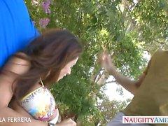 Busty Madres para Coger con Ariella de Ferrera tomar pene exterior
