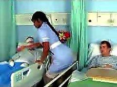 Del ébano de la enfermera del jazmín en el un trabajo bueno