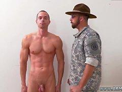dei militari assumono merda e nude Asia AG di video militare