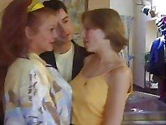 FRANSKA MOGNA N48 mamma och unga brud lesbiska