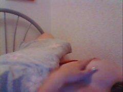 Великобритания Teen Lauren 'lozzy' играет в своей постели