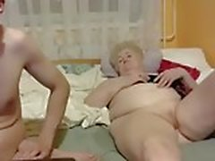 Horny бабушка с молодой бухтой