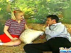 Caldi 18 anni baby sitter Melania si fa leccare ed toccare da