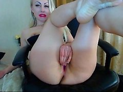 amateur amber fun fingering herself on live webcam