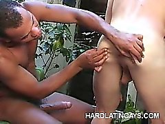 Buffed Latinos Doing anal de Outdoors