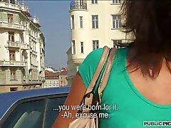 сексуальные девчонки bruenette Кендалла лис мигает на публике