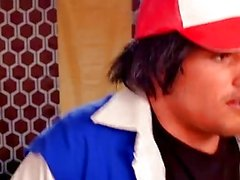 Dimmiga och Pikachu dra om Ashs Pokeballs - Pokemon parodi