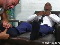 Hot hunk Ricky ger sin vän Pheonix en bra fot som slickar