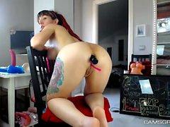 Sexy Redhead Camwhore soittaa hänen lelustaan