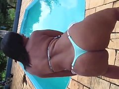 In thong bikini girl dance