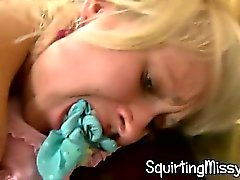 Crépus blondine de l'étudiante sperme à presser