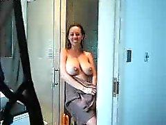 Epic MILF pegou brincar com ela no chuveiro