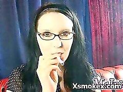 Huée Ado explicite fumez Makeout explicite