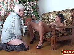 Las adolescencias MAGMA CINE Chicas calientes de teasing abuelo