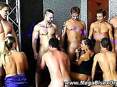 Bi neugierig Gruppe Orgie Blasen