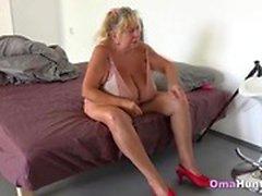 Grannie ha sesso con gli adolescenti