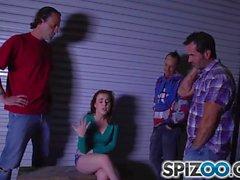 Spizoo - Сексуальная красная голова Джессика Паркер сосала 3 больших члена