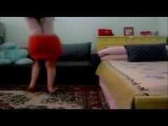 salope dance avec une belle taille