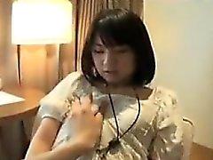 adolescente asiática linda que se va a casa a comer y se tocó la cunny